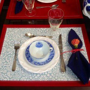 Areté-Jogo americano vermelho e azul claro