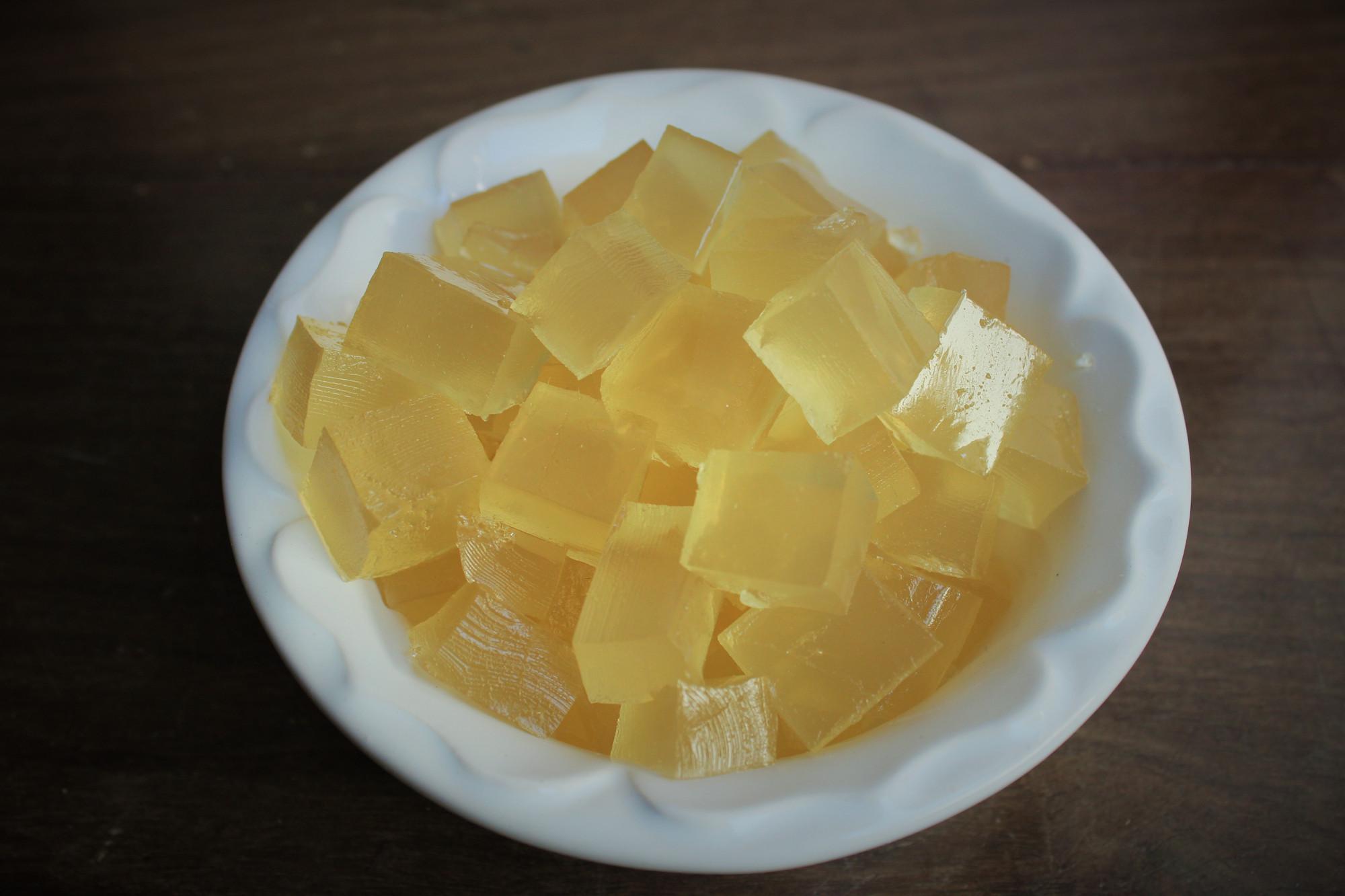 Bala de gelatina com gengibre e capim-limão