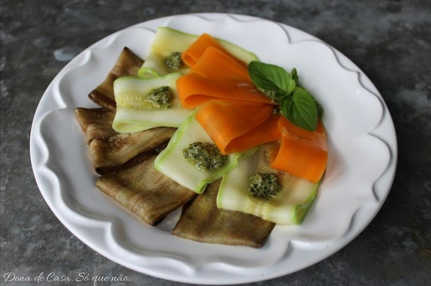 Carpaccio de Vegetais. Delicioso, lindo, muito fácil de fazer e cabe em qualquer dieta!