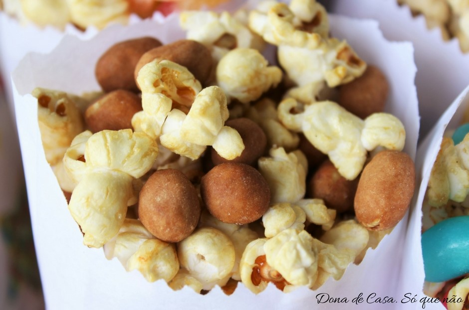 pipoca-caramelizada-e-amendoim-crocante-dona-de-casa-so-que-nao