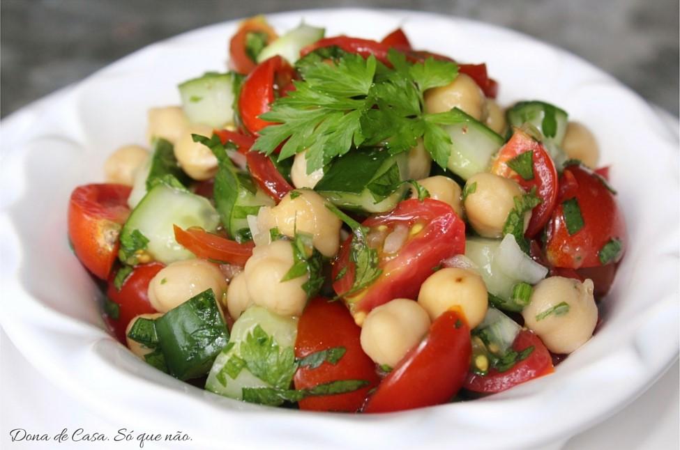 Saladinha de Grão-de-bico deliciosa em apenas 10 min.