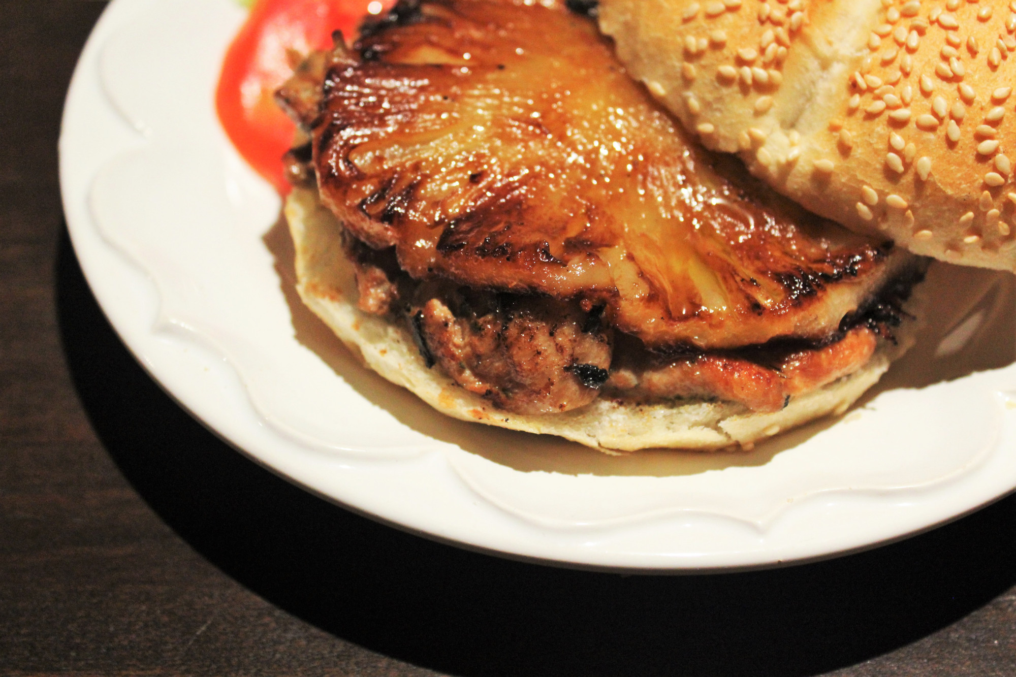 Sanduíche de Frango com Abacaxi Dourado.