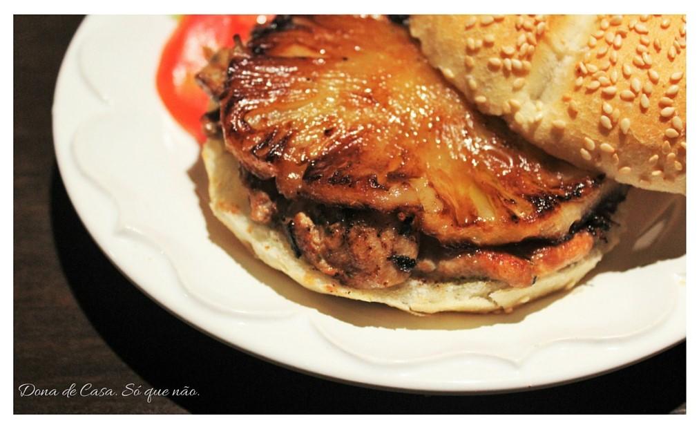 Sanduiche de Frango com Abacaxi.